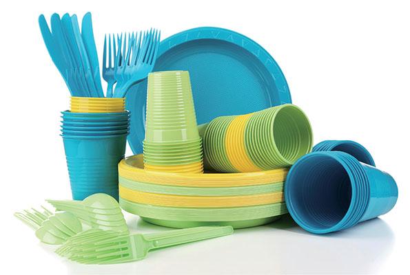 フランスでプラスチック製の容器・食器・カトラリーなどを全面禁止する法案が可決