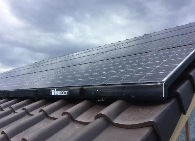トリナ・ソーラー製品を施工した屋根