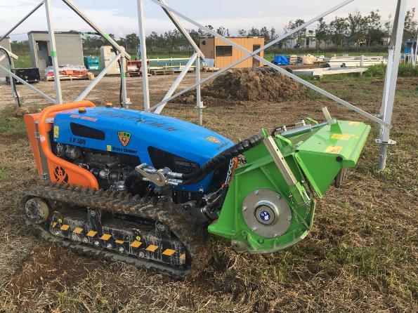 イタリアから取り寄せた大型ラジコン草刈機