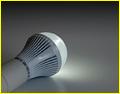 消費者庁、LED電球の明るさ不足で12社に措置命令