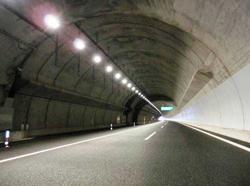 GSユアサ、省エネタイプのトンネル照明を新東名高速道路に納入