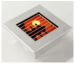 太陽電池で発電・蓄電・発光 電気工事いらずの照明器具