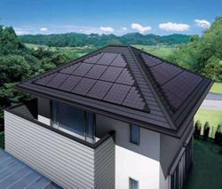 シャープ、寄棟屋根対応太陽電池を発売、設置容量アップ、設置時間も短縮