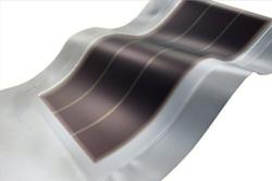 アーキヤマデ、太陽光モジュールを一体化した防水シートを開発