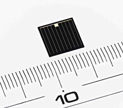 シャープ、化合物3接合型太陽電池で非集光時世界最高変換効率37.7%