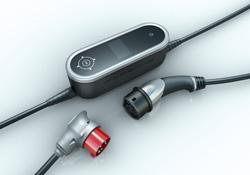 ポルシェ、全世界で利用可能な新型PHV用充電器を開発