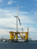 福島県沖の浮体式洋上風力発電、組立て完了し曳航開始
