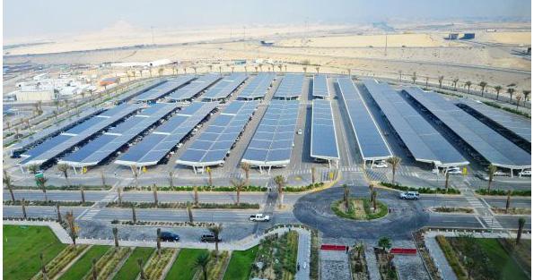 サウジアラビアの太陽光発電、約17haの駐車場屋根で出力10.5MW