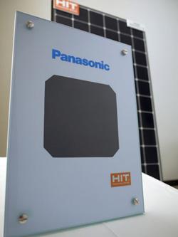 HIT太陽電池、セル変換効率25.6%で世界記録更新