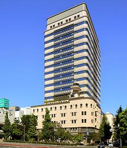 東京都・日本橋に完成した新オフィスビル、太陽光・LED導入などで45%省エネ