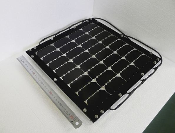 シャープ、化合物3接合型の太陽電池モジュール(31cm角)で変換効率31.17%に