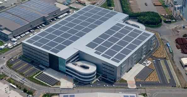 国内最大級の屋根借りメガソーラーが稼動 大阪の大型物流施設に2.75MW