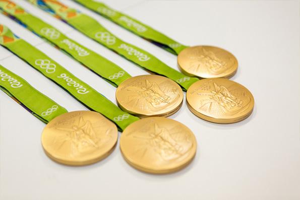 東京オリンピックの金メダル、使用済携帯電話から抽出