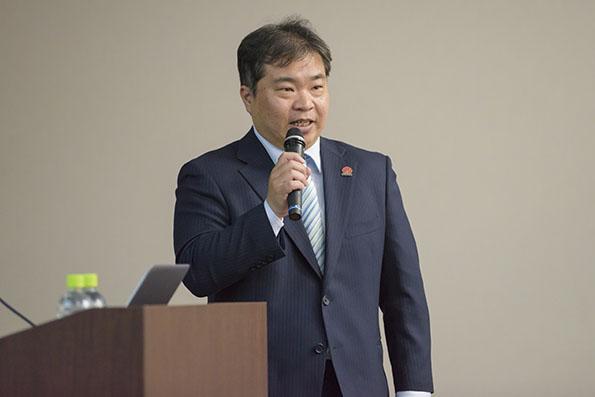 講演するファーウェイ・ジャパン カスタマーサービス部副部長、西村健一氏