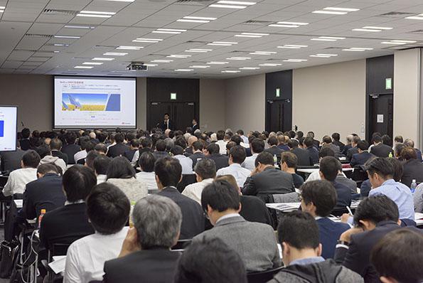 多くの参加者で盛況を見せた環境ビジネスフォーラム「脱炭素 ― 正念場の太陽光」の会場