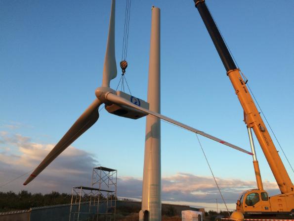 中形風力発電機 JW330 の建設現場
