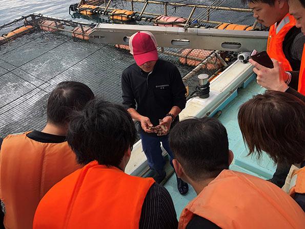 カンパチで有名な垂水市。「食材視察ツアー」として、東京の飲食店関係者が養殖場を視察する事業も市と共同で実施