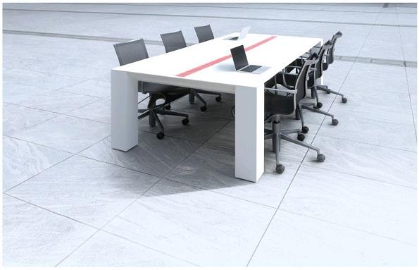 室内の光でも発電・充電するオフィス用デスク