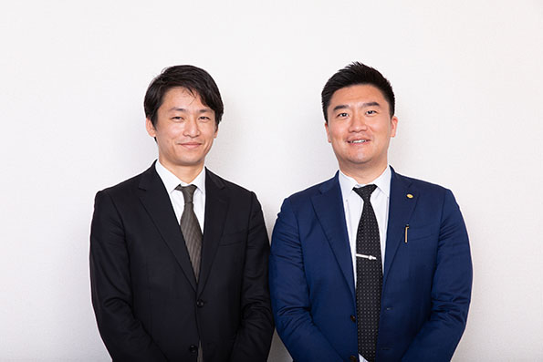 尾賀亀 専務取締役 尾賀健太朗氏 (左)、リープトンエナジー 代表取締役社長 周 鳴飛氏(右)