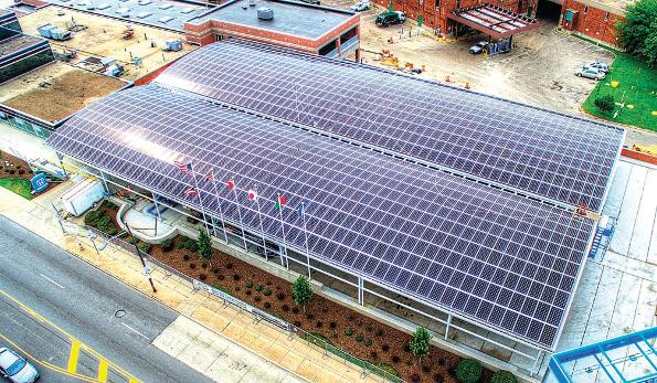 アメリカ、オハイオ州にある、Hondaの自動車工場の屋根上に設置されている太陽光発電設備(335kW)