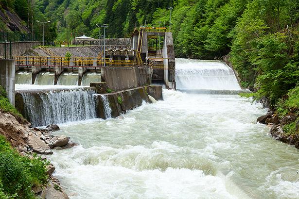 アステラス製薬、国内3拠で水力100%電力導入