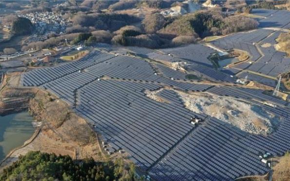 最大発電容量37MWの『福島石川太陽光発電所』(福島県石川町)は、1月より本格稼働している。ファーウェイの計744台のパワコン(SUN2000-33KTL-JPが113台、SUN2000-40KTL-JPが631台)が導入されている