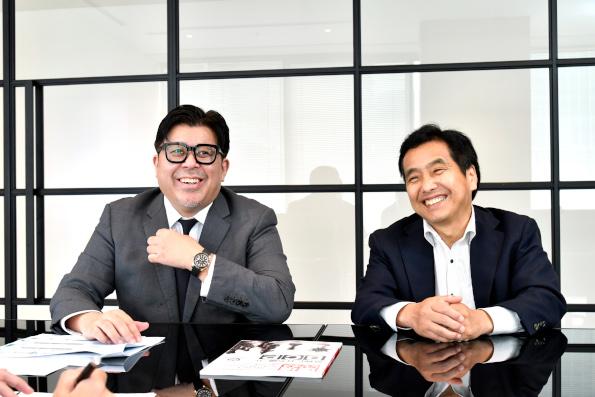 (左)INFLUX 代表取締役社長 星野 敦氏(右)INFLUX 執行役員 浅野 泰一氏